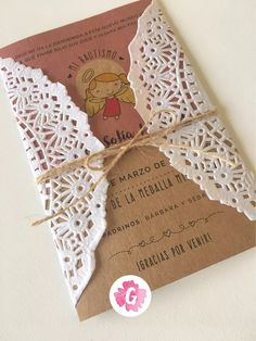 invitaciones tarjetas casamiento papel madera kraft blonda Islamic Art, Flower Arrangements, Wedding Decorations, Place Card Holders, Baby Shower, Invitations, Flowers, Diy, Cami