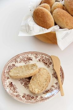Marits rundstykker - My Little Kitchen Norwegian Food, Bread Rolls, Bread Recipes, Camembert Cheese, French Toast, Deserts, Dairy, Food And Drink, Gluten