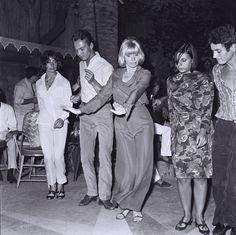 Mireille Darc Byblos à Saint-Tropez http://www.vogue.fr/voyages/hotel/diaporama/le-byblos-saint-tropez-htel-mythique-riviera/21984#le-byblos-saint-tropez-htel-mythique-riviera-9