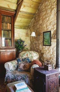 Pretty reading nook in an English Cottage. I do believe that is Cottswald stone in this gorgeous spot!