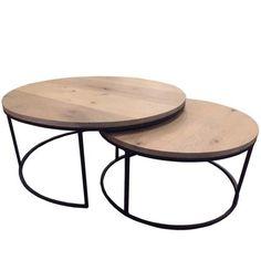 Prachtige set uitschuifbare salontafels. Het onderstel is gemaakt van ijzer en de bladen zijn gemaakt van gebakken eikenhout / verouderd eikenhout. Het eikenhout is behandeld met een ultra matte 2-componenten lak. Deze is niet zichtbaar maar beschermd de salontafel tijdens het dagelijkse gebruik. De tafel kan met een vochtige lap afgenomen worden, terwijk het karakter van het mooie hout behouden blijft vanwege deze goede beschermende lak laag. De tafels passen in elkaar wat hem tot een…