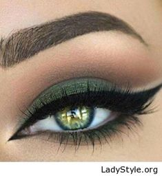 Green eye makeup and eyes - LadyStyle