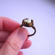 bird nest ring - it is a perfect match with the bird nest necklace Wire Rings, Wire Jewelry, Jewelry Box, Jewelry Rings, Jewelry Accessories, Jewelry Design, Jewelry Making, Gold Rings, Jewellery
