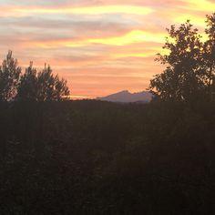El #BondiaSQV de la Mire, mjimenezmi a Instagram, la muntanya de Montserrat des de la Serra de Galliners #SQV #SantQuirze #santquirzedelvalles