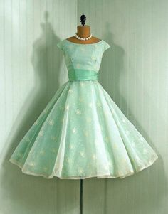 #50s #partydress #dress #vintage #retro #silk #classic #romantic #promdress #feminine #fashion #ballerina #mint #petticoat