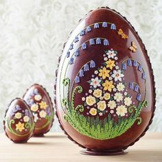 Ultimate guide to the the most fancy Easter Eggs on the market. Chocolate never looked so good! Giant Chocolate, Luxury Chocolate, Chocolate Art, Easter Chocolate, Chocolate Gifts, Chocolate Lovers, Swiss Chocolate, Edible Ferns, Luxury Easter Eggs