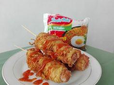 Resep Membuat Hot Dogs Indomie, Cemilan Mie Yg Gampang Buatnya - YouTube Food N, Good Food, Food And Drink, Yummy Food, Meat Recipes, Cooking Recipes, Mie Goreng, Indonesian Food, Snacks