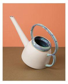 """La collection """"Bombe"""" de Laurette Broll, est constituée de céramiques en grés tournées à la main. Chacune est unique , préparée avec cet email bleu vert, surnommé """"smaragdin""""."""