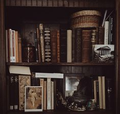 Dark Academia is an aesthetic that revolves around classic literature. Common themes within this aes. Different Aesthetics, Slytherin Aesthetic, Brown Aesthetic, Aesthetic Writing, Aesthetic Poetry, Gothic Aesthetic, Aesthetic Vintage, Classic Literature, Classic Books