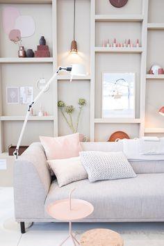 DIY: Making a wooden pallet headboard - Hdeco Home Decor Inspiration, Room, Furniture Design Living Room, Home Living Room, Home, Bedroom Design, Living Room Decor, Room Inspiration, Feminine Living Room