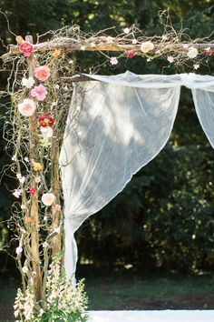 A wedding arch is a great idea both for an outdoor and indoor weddings, but of course they are indispensable for outdoor ones as it's sometimes difficult to make a good backdrop. I see a spring wedding arch as something very inspiring. Chic Wedding, Spring Wedding, Trendy Wedding, Rustic Wedding, Dream Wedding, Wedding Day, Wedding Notes, Wedding Blog, Wedding Ceremony Ideas