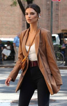 NEW MODEL LOOK Street style outfit ootd fashion style models style beautiful girls Look Street Style, Model Street Style, Look Fashion, Teen Fashion, Fashion Outfits, Milan Fashion, Emily Ratajkowski Outfits, Emily Ratajkowski Street Style, Fall Outfits