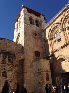 The beautiful Church of the Holy Sepulchre Israel Trip, Israel Travel, Notre Dame, Barcelona Cathedral, Building, Beautiful, Buildings, Construction