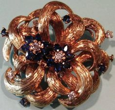 Brooch volutes in gold - Diamonds & Saphires