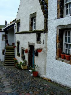 (via Scenery / Culross, Firth of Forth, Fife, Scotland) Fife Scotland, England And Scotland, Scotland Travel, Scotland Trip, Beautiful Buildings, Beautiful Places, Urquhart Castle, British Isles, Countries Of The World