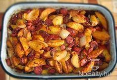 Gyors tepsis burgonya debrecenivel Potato Dishes, Potato Recipes, Meat Recipes, Snack Recipes, Cooking Recipes, Hungarian Cuisine, Hungarian Recipes, Russian Recipes, Good Food