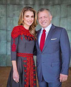 Jordan Royal Family, Royal Monarchy, King Abdullah, Ethnic Bag, Queen Rania, Queen Dress, Embroidery Fashion, Royal Fashion, Rey