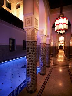 The enchanting Hotel La Mamounia. Chic lighting and amazing tiling. #Marrakesh #LaMamounia #MoroccanDecor.