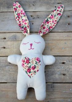 How Cute is this free Snuggle Bunny Free #sewing pattern and tutorial! Perfect as an #Easter gift.