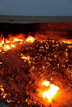 """Story of the search for energy creating the """"Door to Hell"""" never-ending fire in Turkmenistan"""