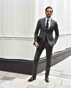 Luxury & Vintage Madrid, offers you the best selection of contemporary and vintage clothes from around the world, discover our luxury brands Mens Tailored Suits, Grey Suit Men, Dark Gray Suit, Mens Suits, Dapper Gentleman, Gentleman Style, Grey Suit Combinations, Suit Shoes, Mens Fashion Suits