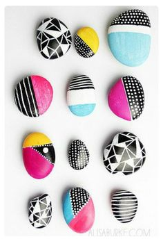 Painted Rocks Round Up – Sugar Bee Crafts Make your camping trip with kids more fun by painting rocks with awesome designs. Check out these over 15 creative ideas. The post Painted Rocks Round Up – Sugar Bee Crafts appeared first on Welcome! Sharpie Crafts, Bee Crafts, Rock Crafts, Crafts With Rocks, Decor Crafts, Resin Crafts, Diy Crafts For Teens, Easy Diy Crafts, Art Ideas For Teens