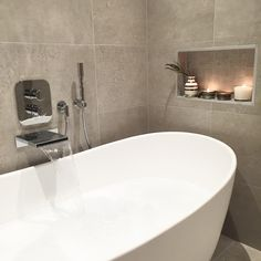 Let's go for a swim ✨ #bathroom #bathtime #bathtub #interior #interiør #skandinaviskehjem #kkliving #asafotoninspo #interior123 #interiordesign #interior2you #interiorwarrior #bad #baderom #vakrehjem #homeinspo #dornbracht #modena #tiles #interform #vienna