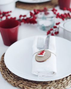 """338 Me gusta, 19 comentarios - Victoria (@vicavp) en Instagram: """"Mesa Navidad I: ¿Ya sabéis que vais a poner de cena? ¿Cómo vais a decorar la mesa? . Os enseño como…"""""""