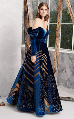 Couture Dresses, Fashion Dresses, Haute Couture Gowns, Haute Couture Style, Fantasy Gowns, Fantasy Outfits, Party Looks, Beautiful Gowns, Stunning Dresses