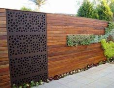 Modernen Holzzaun mit einem saftigen Teil wird eine coole Einrichtung Merkmal geworden