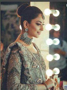 Simple Pakistani Dresses, Pakistani Wedding Dresses, Pakistani Bridal, Bridal Dresses, Girls Dresses, Pakistani Models, Pakistani Actress, Famous Clothing Brands, Bridal Photoshoot