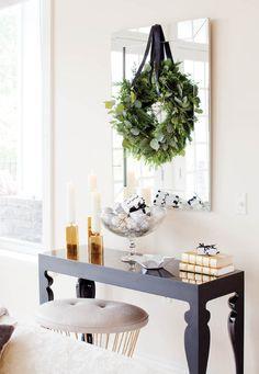 Take a Peek at Michael Bublل's Sleek and Elegant 'Christmas' Home (5)