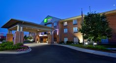 Holiday Inn Express Hotel & Suites Dayton-Centerville Centerville Located close to Interstate 675, this Centerville, Ohio hotel offers free Wi-Fi and a daily hot breakfast. The University of Dayton is 8 miles away and the US Air Force Museum is 12 miles away.
