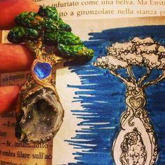 Di questo passo tra qualche giorno avrò un piccolo #giardino #botanico in #miniatura ... a proposito lo sapevate che anche gli alberi hanno un #cuore?  #archidee #becreative #bepositive #whimsical #fantasy #fantasystones #fairy #fairytail #naturelovers #natureaddict #nature #natureinspiration #polymerclay #polymerclayjewelry #cernit #fimo #sketchbook #schizzo #bozzetto #disegno #drawing #instacreatoon