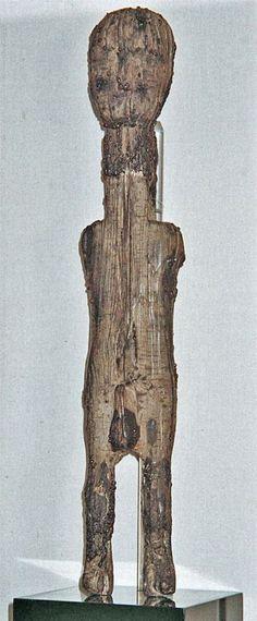 The Kingsteignton Idol, druid figure carved from oak branch, in RAMM