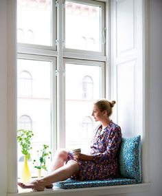 10 Inspiring & Cozy Window Seats