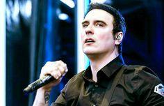 Ben Burnley ❤ Breaking Benjamin, Burnley, Johnny Depp, Metal Bands, Cool Bands, Singer, Music, Face, Bb