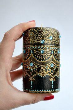Henna art candle holder centerpiece candlestick ca Bottle Painting, Bottle Art, Bottle Crafts, Mehndi Decor, Henna Kunst, Henna Art, Candle Art, Tealight Candle Holders, Candlestick Centerpiece