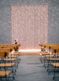 Backdrop Idea  7 Gorgeous Wedding Decor Ideas for the Couple on a Budget  http://2via.me/n25U7dN111