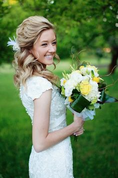 30 Wedding Hairstyles for Long Hair   Every bride wants to look her best during her wedding day. So she makes sure that her dress is just divine, her make-up spot on and her hair her crowning glory. Curly Wedding Hair, Wedding Hair And Makeup, Prom Hair, Hair Makeup, Bridesmaid Hair, Curly Hair, Bridesmaids, My Hairstyle, Cute Hairstyles