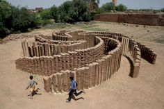 e l í n   h a n s d ó t t i r berber mudbricks (earth, water & hay). We could build mud brick maze or cubby holes from mud bricks