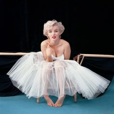 marilyn monroe - Known best for her glamorous appearance and flighty demeanor. Norma Jeane Mortenson was a lot smarter than people gave her credit for. A huge lover of books she would spend many hours reading and learning everything she could about the world.