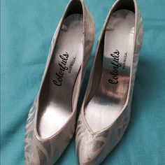 "Vintage silver shoes(8) Animal print silver shoes. Size 7B and 3 1/2 ""heels.NWOT. Shoes"