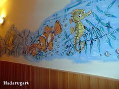 Artizani romani | Mestesugari romani | Pictura pe perete intr-un centru maternal din Campia Turzii