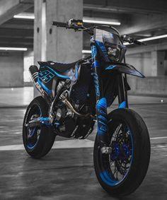 Bmx Bikes, Sport Bikes, Moto Cross Ktm, Motocross Photography, Gp Moto, Motocross Girls, Cool Dirt Bikes, Motorcross Bike, Custom Street Bikes