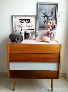 Retro mini bar #mcm #retrodesign Retro Design, Floating Nightstand, I Shop, Vintage Items, Interior Decorating, Table, Furniture, Drawers, Home Decor