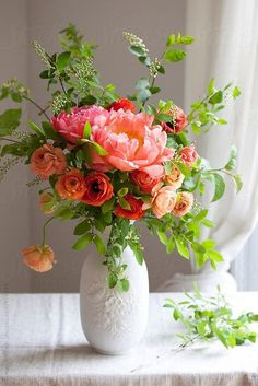 Top Tips and Tricks: Wedding Flowers Green Bouquet Wedding Flowers Ho .- Top Tipps und Tricks: Hochzeitsblumen Grüner Blumenstrauß Hochzeitsblumen Hort… Top Tips and Tricks: Wedding Flowers Green … - Ikebana, Green Flowers, Pretty Flowers, Silk Flowers, Most Beautiful Flowers, Deco Floral, Arte Floral, Vintage Floral, Spring Wedding Flowers