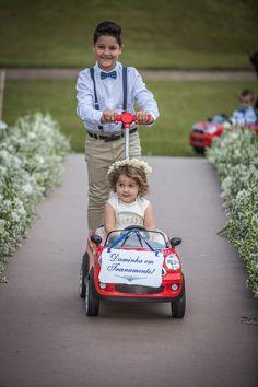 Entrada da daminha e pajem com daminha em treinamento no carrinho,    Vestida de Noiva | Blog de Casamento por Fernanda Floret | Blog de Casamento