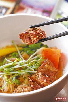 紅酒燉牛肉麵150元 牛肉吸足了紅酒香,湯頭滿是洋蔥自然甘甜。