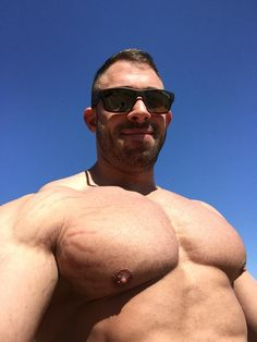 Four muscled hunks line up to get sucked
